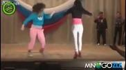 Женски бой на сцена