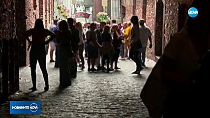 СТЕНАТА НА СТАРИТЕ ДЪВКИ: Посетители не могат да решат дали са впечатлени или погнусени