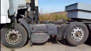 Камион Рено Се Разпада По Време На Дърпане