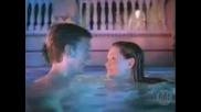 Какво правят голи мъж и жена в басейна...