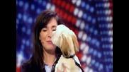 Сладко кученце пее опера със стопанката си!