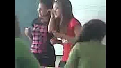Емона И Мая пеят в час по музика песента Тупалка