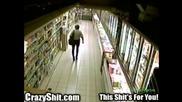 Гадно, Ужасно, Гнусно . . . Жена се изхожда в супермаркет