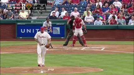 Катерица прекъсна бейзболен мач