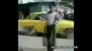 Колата го подгони и му се оправиха краката!