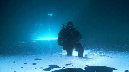 Риболов под леда - Обърнати с краката на горе
