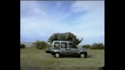 Носорг прави секс с Renault Kangoo