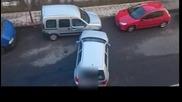 Успя да я паркира накрая