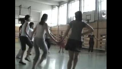 Репетиция на възрастните ентусиасти в 16 - то Оу Райко Жинзифов