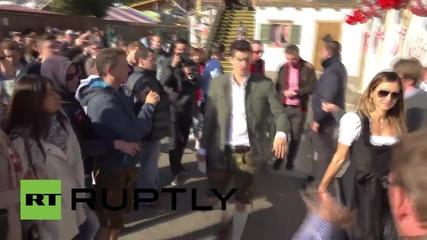 Германия: Играчите на Байерн Мюнхен посетиха Октоберфест