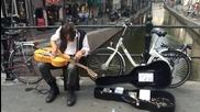 Необичаен начин за свирене на китара