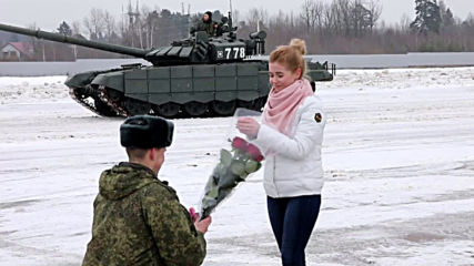 She said YES! Tanks form heart shape as Russian lieutenant proposes to girlfriend