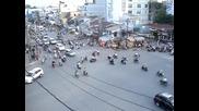 Толерантност и внимание при силен трафик на кръстовище без регулировчик!