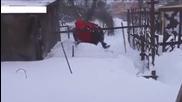 Руснак спасява кучето си затрупано от снежна пряспа!