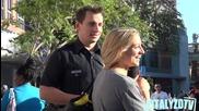 Витали облечен като полицай се заговаря с непознати момичета.