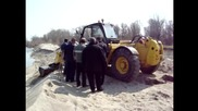 Пътна помощ Автокомплекс Димитров изваждане на затънала в пясъка на р. Марица фандрома 20.03.2014