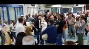 Приятели посрещат свой близък на аерогара София