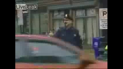 Луд Полицай Танцува