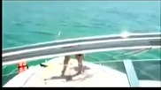 Пиян руснак денси много лудо на яхта!