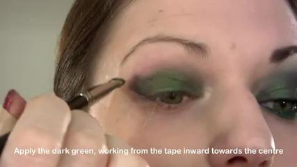 Драматичен опушен грим в зелено