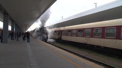 БДЖ събра погледите с мощен парен ретро локомотив