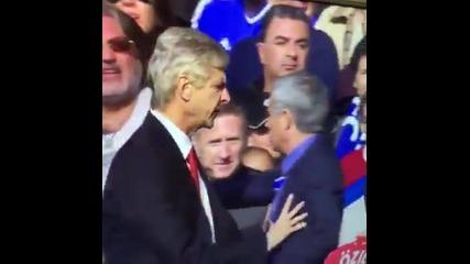 Треньора на Арсенал се заяжда с Жозе Моуриньо