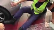 Пръв пострадал на протеста сгазиха полицай с депутатска кола!