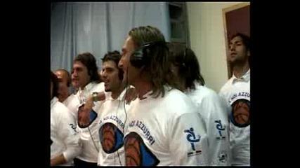 ITALIAN TEAM SING SONG