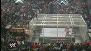 Wwe Undertaker прави задушаващо тръшване от клетката