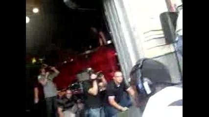 Girl throwing her underwear at justin bieber on Mod August 7th