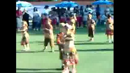 Децата танцуват Макарена 27.05.09год.