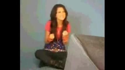 Selena Gomez singing HMs *rockstar*