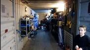 Ето това е да паркираш картинга си в гаража със стил !