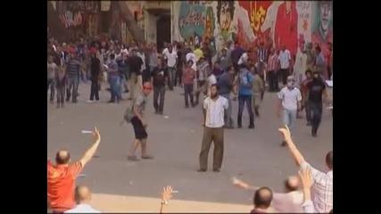 Стотици ранени при протести в Кайро