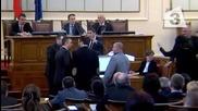 5.3.2015 Скандал Да Освободим Альоша От Наряд - руската партия Атака скочи на бой В парламента