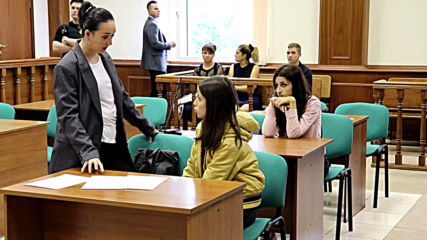 Russia: Court extends house arrest of three sisters charged with father's murder