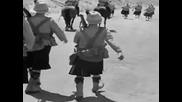 Лаурел и Харди маршируват - Bonnie Scotland