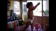 Бебе танцува Ha waka waka