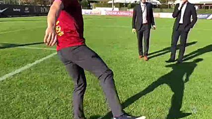 Alexa Bliss, Finn Bálor trade penalty kicks on AS Roma training grounds