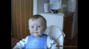 Голям Смях Със Сладко Бебе :)