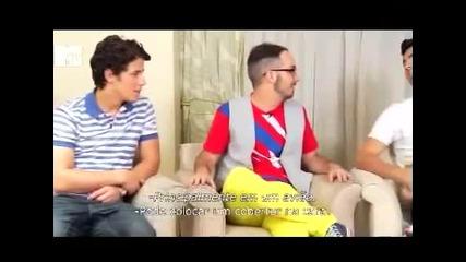 Jonas Brothers - Brazil interview Nick ignored