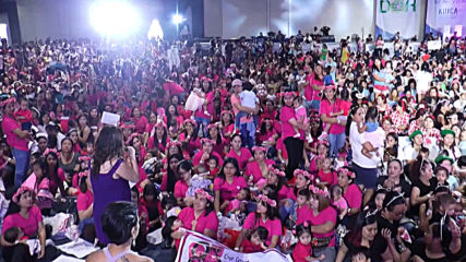 Thousands of Filipino mothers join simultaneous breastfeeding event in Manila