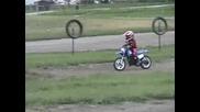 3 годишно дете с кросово моторче !!!