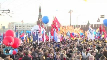 Putin Leads Massive Moscow Street Party on Crimea Anniversary