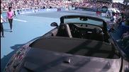 Фенки пробваха колата за победителя по време на финала