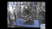 Жена във фитнес зала (смях)