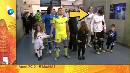 Casillas си бърши мърсола на дете