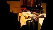 Хлапе свири на китара Мichael Jackson - billie jean