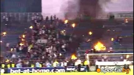 Стадиона на Партизан гори по време на мача Партизан 2 : 0 Цървена Звезда