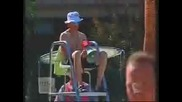 Скрита камера: Спасител пикае в басейн